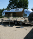 Airstream safari met verkoopluik